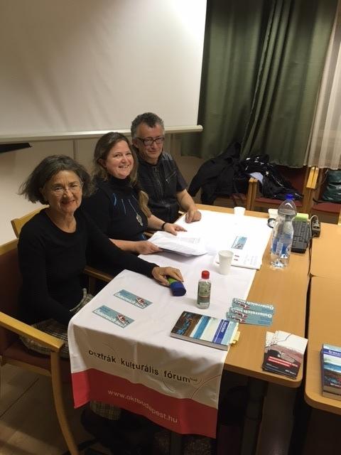 Beatrice Simonsen. Sabine und Robert Dengscherz in der Universität Szombathely
