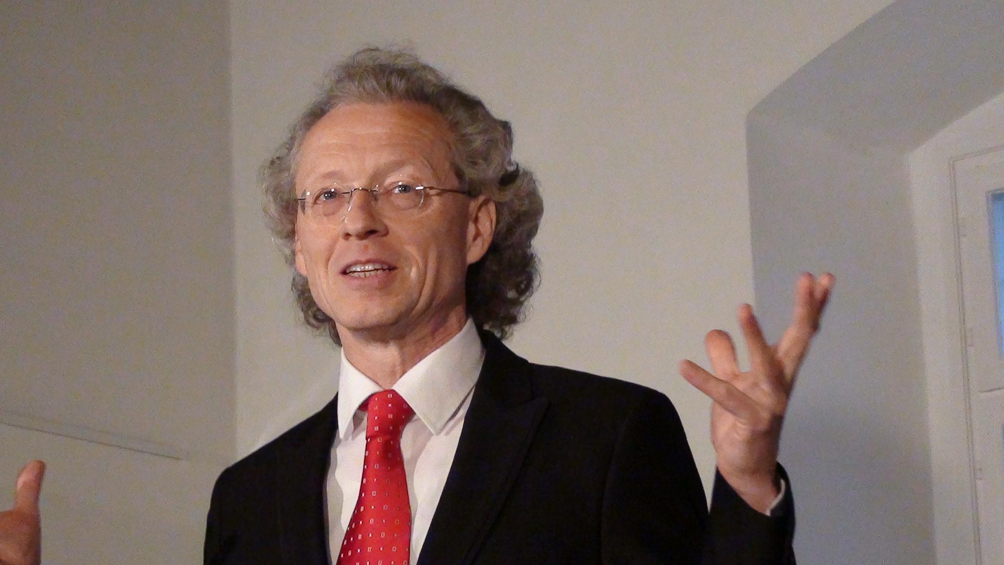 Robert Lehrbaumer moderiert