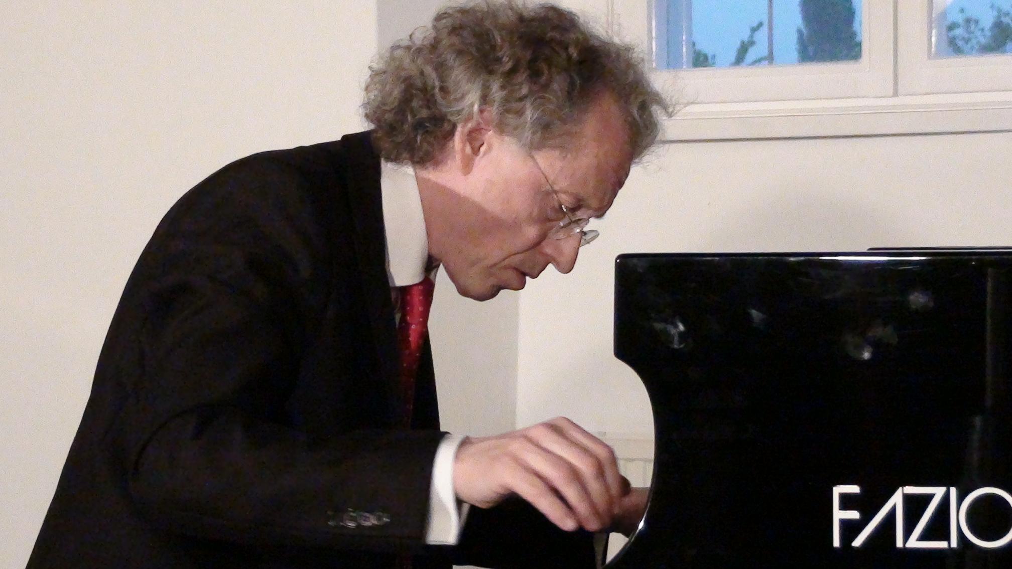 Robert Lehrbaumer am Klavier